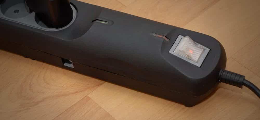 hálózati adapterbe rejtett kamera